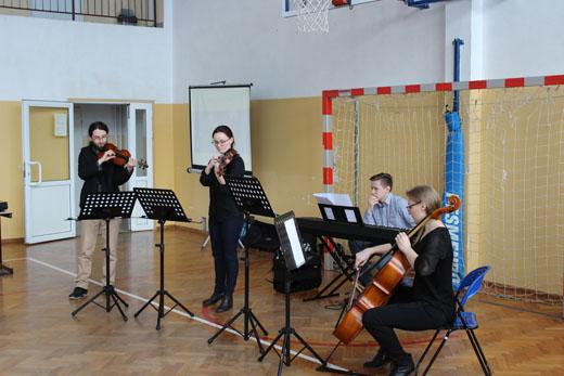 Więcej o: Audycje promocyjne uczniów Szkoły Muzycznej w Niedźwiedziu
